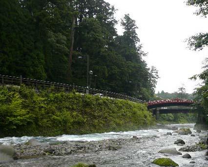 日光金谷ホテル 大谷川散策路から神橋